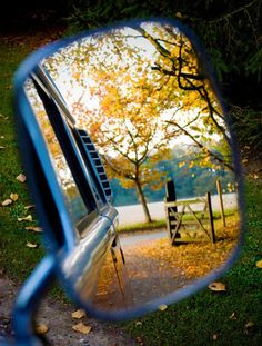 Love this picture. I'd like to try this but I don't think my rear view mirrors are ever clean enough to do this! Country Life, Country Girls, Vw Camping, Happy Fall Y'all, Perfect World, Mirror Image, The Ranch, Rear View, Car Mirror