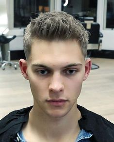 Textured Quiff Easy To Style Mens Haircut VIDEO Short Textured Quiff Easy To Style Mens Haircut. Watch the videoShort Textured Quiff Easy To Style Mens Haircut. Watch the video Smart Hairstyles, Cool Hairstyles For Men, Popular Hairstyles, Haircuts For Men, Hairstyle Ideas, Men's Haircuts, Men's Hairstyle, Bridal Hairstyles, Hair Ideas