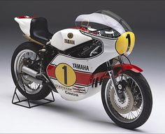 Yamaha YZR500 of 1975- one of the prettiest classic GP bikes with one of the most simple but effective liveries.