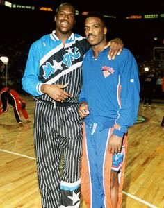 Charles Oakley poses with a young Shaq, All Star game. Basketball Jones, Sports Basketball, Basketball Players, Nba Now, Inside The Nba, Sports Illustrated Covers, Basketball Photography, Celebrity Caricatures, Shaquille O'neal