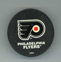VINTAGE OFFICIAL PHILADELPHIA FLYERS NHL HOCKEY PUCK VEGUM LICENSED PRODUCT RARE