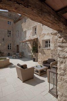 A côté d'Avignon, maison d'hôtes de prestige en Provence, au coeur du Vaucluse (84) devant le majestueux Mont Ventoux.