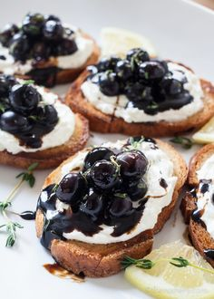 Whipped Goat Cheese and Blueberry Balsamic Crostini These crostini come together easily and are full of flavor. A perfect combination of tangy, savory and sweet. Your guest are sure to love them! - Whipped Goat Cheese and Blueberry Balsamic Crostini Snacks Für Party, Appetizers For Party, Appetizer Recipes, Simple Appetizers, Dinner Recipes, Dinner Parties, Freezable Appetizers, Prociutto Appetizers, Sandwich Appetizers