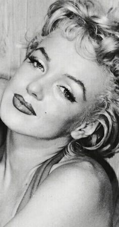celebrity quotes : Sublime Marilyn - Photos de la sublime, divine et légendaire Marilyn Monroe. Marylin Monroe, Marilyn Monroe Photos, Marilyn Monroe Portrait, Hollywood Glamour, Classic Hollywood, Old Hollywood, Beauté Blonde, Imperfection Is Beauty, Norma Jeane
