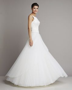 bridal gown with embroidered bodice and delicate tulle skirt, which is laid in pleats of Giuseppe Papini