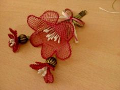 This Pin was discovered by Ser Needle Tatting, Needle Lace, Handicraft, Elsa, Diy And Crafts, Christmas Ornaments, Holiday Decor, Jewelry, Fabric Flowers