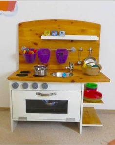 Upcycle an old cabinet into a children's #play #kitchen - just follow our step-by-step-tutorial: http://www.1-2-do.com/de/projekt/Kinderkueche-aus-altem-TV-Schraenkchen-gebaut/bauanleitung-zum-selber-bauen/14724/