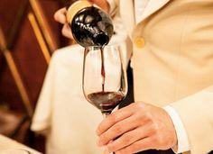 """Non perdete l'appuntamento con Salotti del Gusto di novembre. Nel nuovo spazio """"Prima Classe"""" potrete degustare ed acquistare tutti i vini dei produttori selezionati conversando con sommelier, enologi ed esperti."""