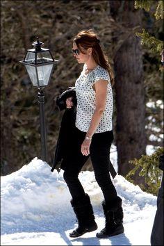 3/3/2013, 20 weken. Zwanger, sportief én beschermd tegen de Zwiterse kou met een jas van Temperley.