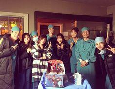 """Romantic Doctor Teacher Kim"" Yoo Yeon-seok Wishes Han Seok-kyu a Happy Birthday"
