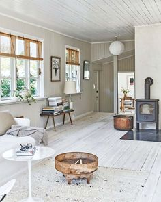 Summer House Interiors, Cottage Interiors, White Floorboards, Scandinavian Cottage, Country Style Living Room, Cottage Living Rooms, Home Deco, Decoration, Cottages