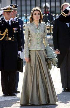 New Year's Military Parade 2009 Simple Pakistani Dresses, Pakistani Fashion Casual, Indian Fashion Dresses, Indian Designer Outfits, Lehenga Designs, Saree Blouse Designs, Look Fashion, Skirt Fashion, Recycled Dress