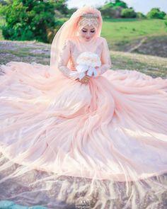 Muslim Wedding Gown, Wedding Abaya, Wedding Hijab Styles, Muslimah Wedding Dress, Wedding Gowns, Bridal Hijab, Hijab Bride, Beautiful Hijab, Beautiful Bride