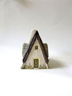 Vintage Ceramic Cottage, Teapot Hall, Thatch Roof, England, Miniature, British Memorabilia, European, Tiny House, Countryside, Souvenir
