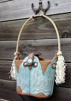Cowboy boot purse with lariat rope handles. Cowboy boot purse with lariat rope handles. Old Cowboy Boots, Old Boots, Cowboy Boot Crafts, Leather Purses, Leather Bags, Leather Handbags, Cowhide Bag, Denim And Lace, Leather Projects