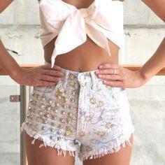 Cute Summer Outfit¡ #BowShapedCropTop #GoldStuddedLightWashHighWaistedShorts