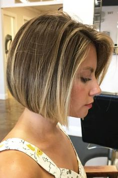Looking for best ideas of short bob haircuts and hairstyles to show off in these days? Visit here and collect the amazing trends of blonde bob haircut. Bob Haircut For Girls, Bob Haircut For Fine Hair, Blonde Bob Haircut, Bob Hairstyles For Fine Hair, Haircut Short, Hairstyles Haircuts, Stylish Hairstyles, Bob With Fringe Fine Hair, Best Bob Haircuts
