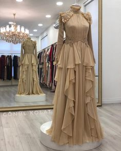 Today we have ✂️ - Style Evening Dresses Hijab Evening Dress, Hijab Dress Party, Hijab Style Dress, Dress Outfits, Evening Dresses, Muslim Fashion, Modest Fashion, Hijab Fashion, Fashion Dresses