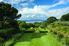 Knowing that client François Pinault would primarily enjoy this St. Tropez garden in the summer...