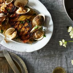 Dinner tonight drunken clams grilled garlic toast clams steamed clams with grilled bread forumfinder Image collections