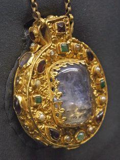 talisman | File:Talisman de Charlemagne 6032.JPG - Wikimedia Commons