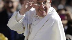 Vespri nella basilica di San Pietro per il 'Te Deum' del 31 dicembre. Nell'omelia Bergoglio dice che la città è, sì, piena di turisti, ma