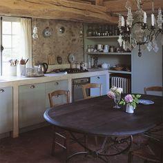 Une cuisine à l\'ancienne dans l\'esprit d\'une salle à manger