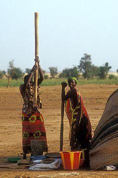 Women working. Mali.  © Inaki Caperochipi Photography