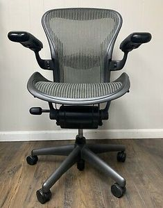 Herman Miller Aeron Office Chair - Graphite, Size B for sale online