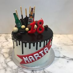 Tarta buttercream con dripp de chocolate y cervezas. Cupcakes, Birthday Cake, Chocolate, Desserts, Food, Lolly Cake, Candy Stations, Themed Cakes, Tailgate Desserts