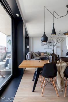Modern Dining Room Design Ideas - Modern dining room decor ideas: Impress your visitors with these modern design ideas. Black Eames Chair, Black Chairs, Eames Chairs, Parsons Chairs, Upholstered Chairs, Home Interior Design, Interior Architecture, Interior Ideas, Cosy Interior