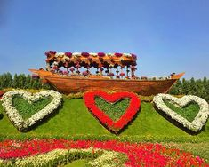 The Abra boats at the Dubai Miracle Garden are decorated with colorful petunia flowers. Different Flowers, Large Flowers, Colorful Flowers, Million Flowers, Petunia Flower, Purple Petunias, Miracle Garden, Floral Theme, The Visitors