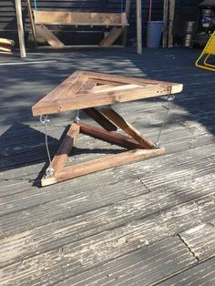 My first attempt at a tensegrity table - pics Small Woodworking Projects, Wood Projects, Floating Table, Diy Crafts Hacks, Deck Chairs, Wooden Art, Wood Furniture, Wood Crafts, Bunker