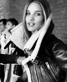 #RosieHuntingtonWhiteley that must be #backstage @ Burberry
