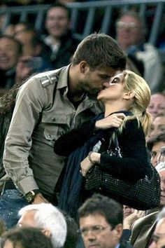 Shakira love and kissing compilation @ www.wikilove.com