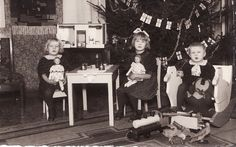 """I got this photo from antique store. Don't know who they are, but look at those toys! WOW Dolls are Finnish dolls """"Martta"""". Vintage Christmas Photos, Vintage Photos, Old Dolls, Flower Fairies, Old And New, Finland, Little Boys, Kids Playing, Christmas Holidays"""