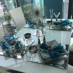 Bring high-rise appeal to your dining table with square dishes to give your meal presentation a modern flare. Mix sizes and heights like of who goes with our Luxe Dinnerware + Midas Stemware [tap the link in our bio to shop the entire look] Dining Room Table Decor, Deco Table, Decoration Table, Dining Room Design, Room Decor, Vase Deco, Elegant Dining, Decor Interior Design, Table Settings
