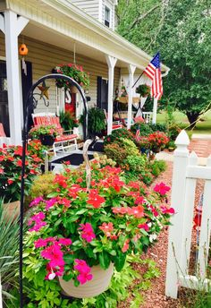 Smith Cottage Garden Provides Ideas Galore! - landscaping, garden-decor, flowers-plants-planters