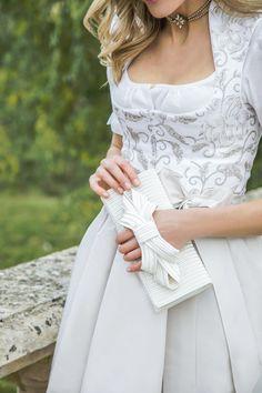 """BRAUTDIRNDL ,,Diana"""" Handdruck.  Die Einzigartigkeit des original Ausseer Handdruckes, sowie das Feingefühl von Susanne Spatt verleihen diesem Brautkleid ein schönes Farbzusammenspiel. Dieses Dirndl zeichnet einen Leinenoberteil in Weiß mit einem Handdruck in Taupe aus. Schmeichelnd dazu passend ist der Baumwollrock und die Taftseidenschürze in Creme gehalten. Das aufwendig handbedruckte Oberteil bildet einen schönen Kontrast zum leichten Rock. Foto by: Victoria Stütz Photography German Wedding, The Dress, Wedding Bells, Getting Married, Wedding Planner, Marriage, Couture, Bride, My Style"""