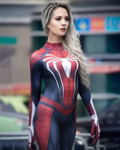Rate this cosplay on a scale of ❤️We don't usually feature cosplays but this one was on point with every superhero! 😍Just loved her creativity! definitely worth taking a look if you love cosplays! Spiderman Cosplay, Marvel Cosplay, Superhero Cosplay, Marvel Girls, Marvel Heroes, Marvel Dc, Avengers Comics, Captain Marvel, Captain America