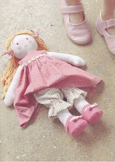 Textile and doll clothes for her. Diy Rag Dolls, Diy Doll, Doll Clothes Patterns, Doll Patterns, Rag Doll Tutorial, Homemade Dolls, Softie Pattern, Hand Embroidery Videos, Diy Sewing Projects