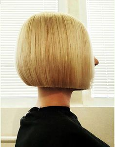 There's a new haircut in town – the blunt cut. Perfectly even ends just look so romantic right now. Check out the freshest hairstyles—whether bangs or ends, short or long that have one thing in common: a straight, blunt cut. Trending Haircuts, New Haircuts, Hairstyles Haircuts, Nice Hairstyles, Wedge Hairstyles, Classic Bob Haircut, Shaved Bob, One Length Bobs, Modern Bob Hairstyles