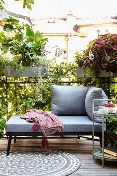 Skreddersy din egen lounge med møbler for enhver smak! Outdoor Sofa, Outdoor Furniture Sets, Outdoor Decor, Spring Sign, Country Living, Amsterdam, Urban Life, Interiors, Inspiration