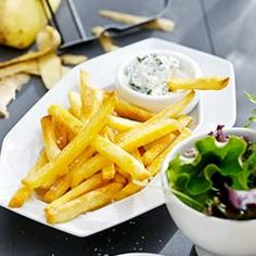 Try this easy & healthy air fryer french fries recipe. Enjoy crispy homemade fries with less fat when you make them in the Philips Airfryer. Christmas Food Ideas For Dinner, Christmas Decor, Grilled Fish Fillet, Phillips Air Fryer, Homemade Fries, Fries Recipe, Chef Recipes, Healthy Recipes, Air Fryer Recipes