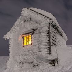 Kiellandsbu winter hut located on Ljøkeldalsnuten high above Botnen and Fyksesundet in the Voss mountains in Norway by Winter Szenen, Winter Magic, Winter Time, Winter Christmas, Norway Winter, Snowy Day, Snow Scenes, Snow And Ice, Winter Landscape