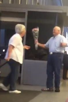 Millions Of People Are In Love With This Elderly Man Waiting At The Airport