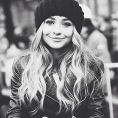 Sabrina Carpenter Shared Her Spotify Playlist For The End Oro The Year December 2014 Disney Channel Stars, Disney Stars, Girl Meets World, Dove Cameron, Sabrina Carpenter Style, Teen Actresses, Spotify Playlist, Her Music, Pretty People