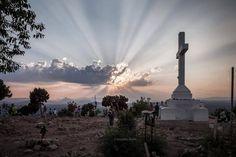 Millionen von Menschen sind schon nach Medjugorje gepilgert, um dort zu beten,sich selbst zu finden und sich für den Alltag zu stärken.