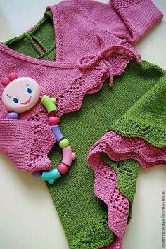 One of the ladies in my knitting group will like this pattern. Easy Baby Knitting Patterns, Knitting For Kids, Crochet For Kids, Crochet Baby, Knit Crochet, Knitted Baby Clothes, Baby Kids Clothes, Knitted Jackets Women, Knit Fashion