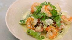 wilde rijstsalade met gebakken scampi en currydressing